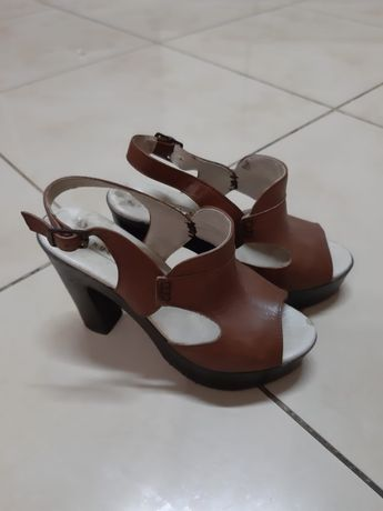Calçado , sapatos e sandálias