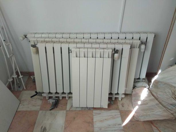 Radiadores a água para aquecimento central. Marca Giacomini