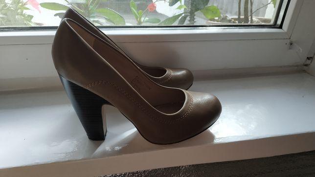 Туфли женские на каблуке  Centro
