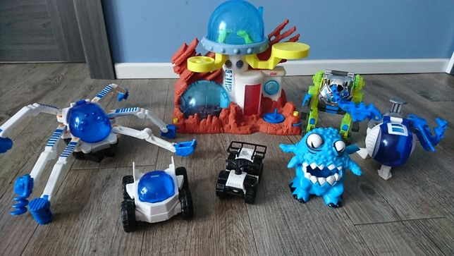 Station spatiale + 4 cavaliers + robot Fisher Price