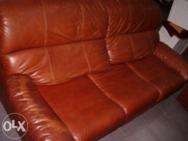 Sofá cama triplo imitação de pele