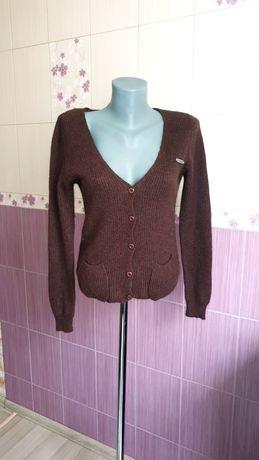 Теплый шерстяной коричневый фирменный свитер