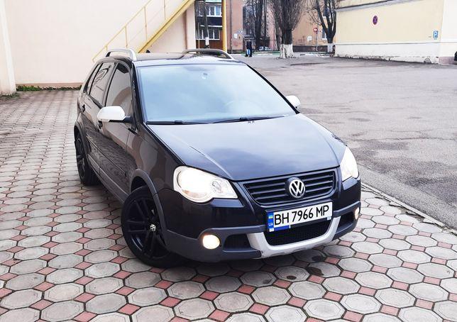 Автомобиль Volkswagen Cross Polo 2007 черный хэтчбек