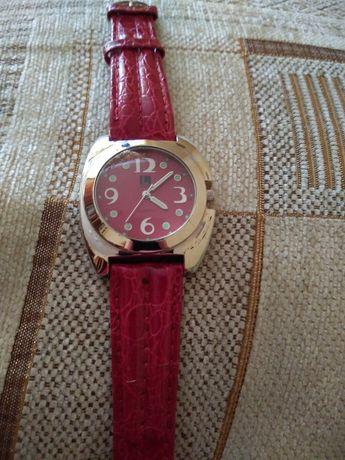 Женские часы новые красивые