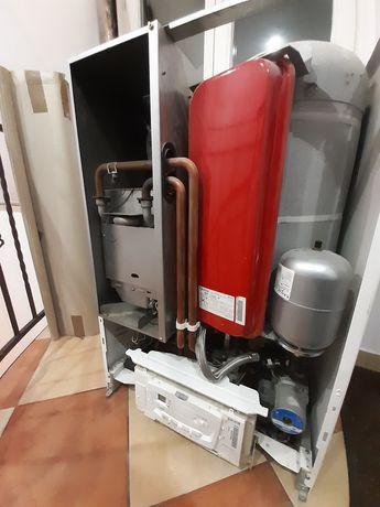 Piec gazowy(części) Saunier Duval Isotwin F24 EA zamk kom spalania