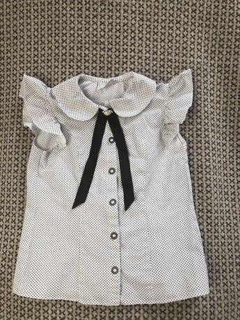 """Школьная блузка """"Зiронька"""" в мелкий черный горошек, с брошкой с лентой"""