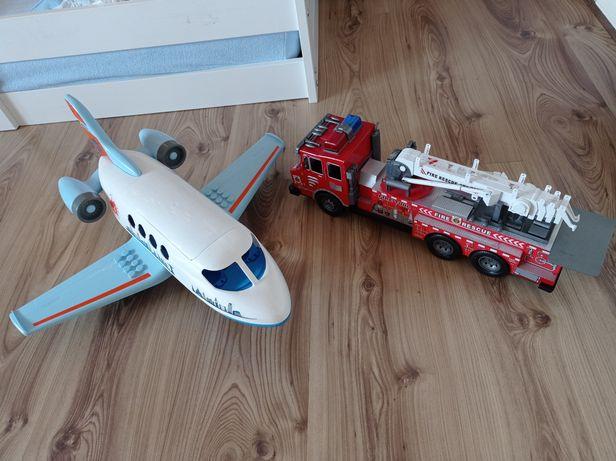Duży Samolot i wóz strażacki
