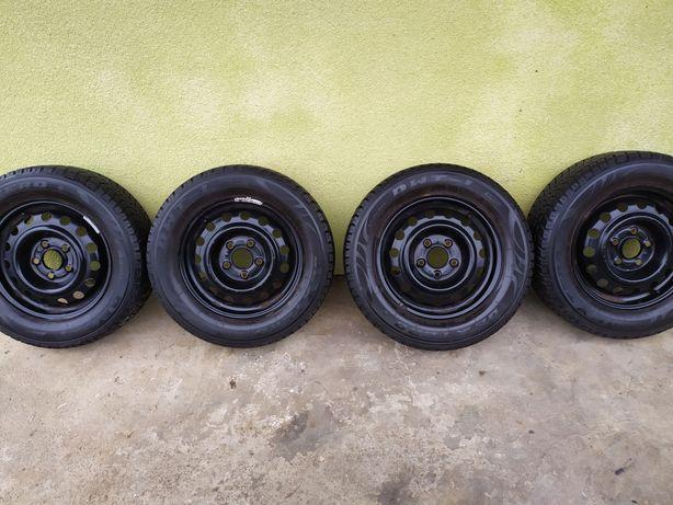 Продам комплект зимних шин с Германии 195 65R15