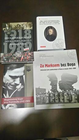 Zestaw książek wydanych przez IPN