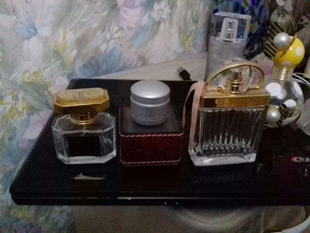 Флаконы из под парфюма.
