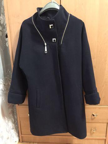 Продам тёплое пальто синего цвета.