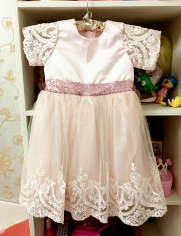Платье нарядное на 6-12 мес.