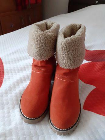 NOWE zamszowe botki na zime 36 lub 35,5 długość wkładki  22.5 cm