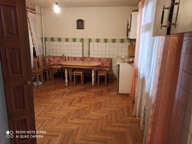 Будинок в селі Довжик