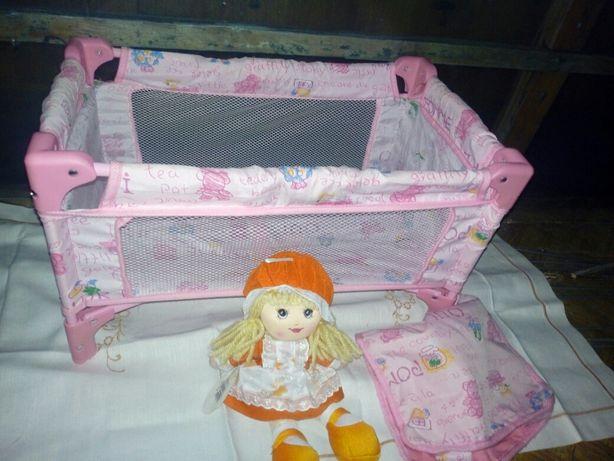 Łóżeczko turystyczne dla lalek z nową lalką szmacianką