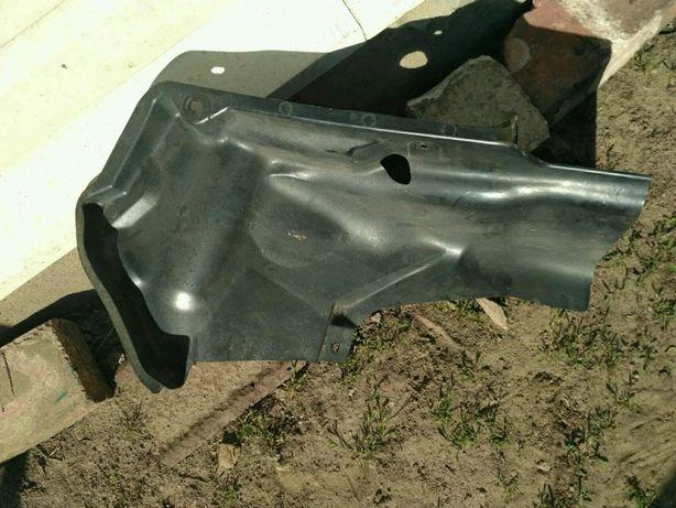 Подкрылок Защита бензобака Mazda 3 BL седан BBM242298