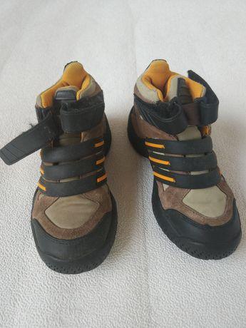 Фирменные стильные качественные ботинки для мальчиков