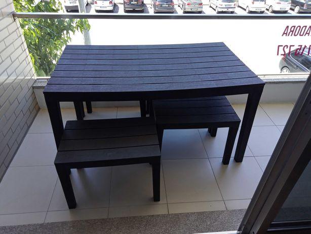 Mesa de Jardim em resina com 4 bancos