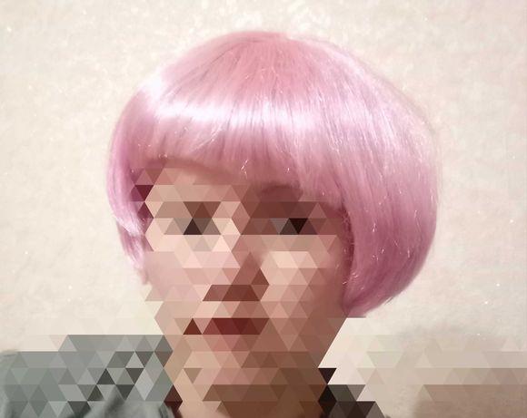 Яркий розовый парик. Женский парик