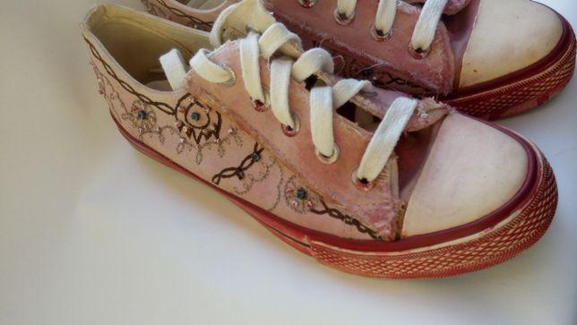 Розово красные кеды с бисером GRACELAND