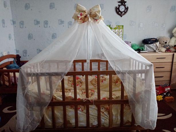 Детская кроватка б/у с матрасом и постельным бельем
