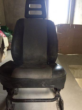 Крісло до авто