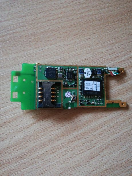 Плата с деталями SMD: резисторы, конденсаторы