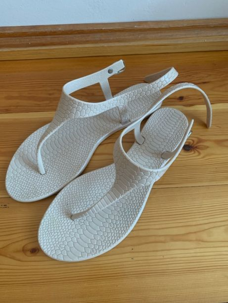 Sandały beżowe płaskie damskie, rozmiar: 39, idealne nad wodę/plażę