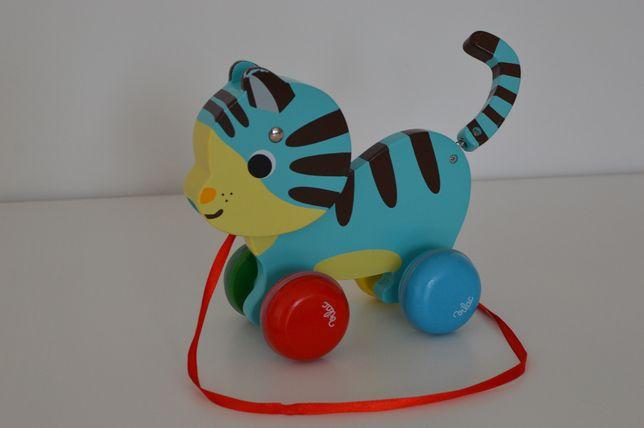 Kot Marcel na sznurku, zabawka do ciągnięcia.