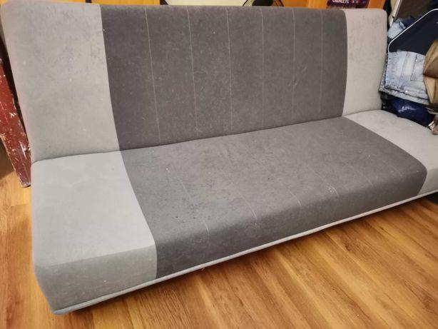 Szara kanapa z funkcją spania