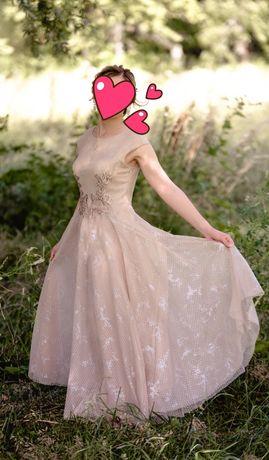 Продам сукню, в бездоганному стані