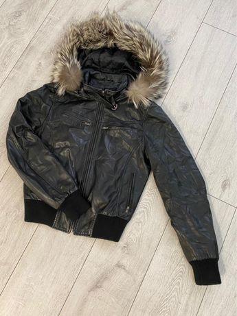 Куртка в отличном состоянии, кожа.