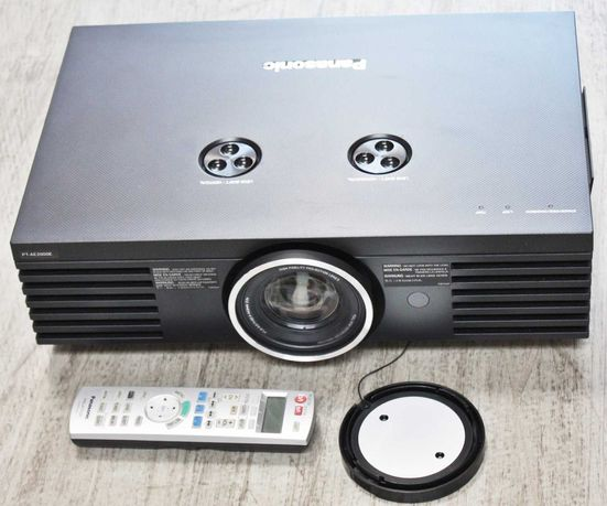 Projektor kinowy PANASONIC PT-AE2000E + EKRAN