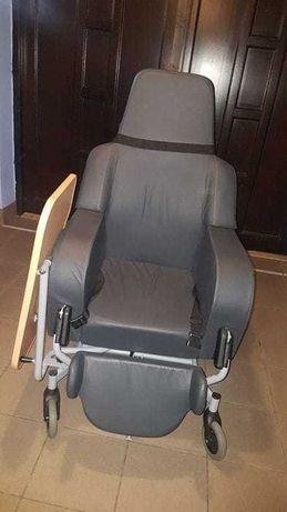 Fotel specjalistyczny na kółkach