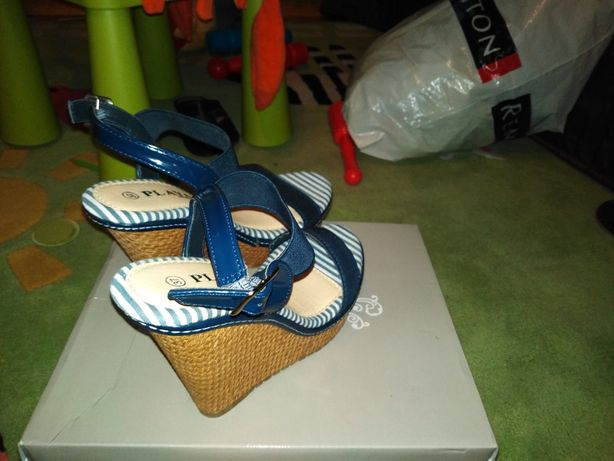 Damskie sandały na koturnach marki PLAYA Collection