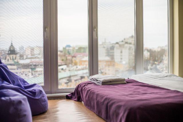 Отдых в ярких двухместных номерах в стиле 50-х со всеми удобствами