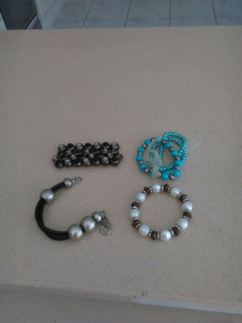 pulseiras variadas