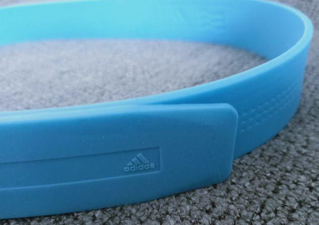 niebieski pasek adidas