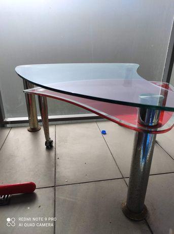 Stolik szklany  z oberwaną nogą