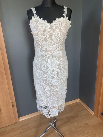 Piekna koronkowa sukienka