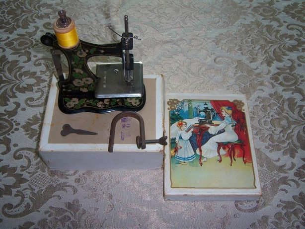 Máquina de costura de criança antiga