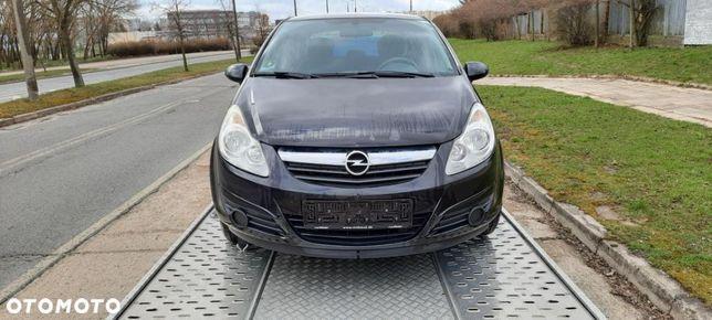 Opel Corsa 5 drzwi prosto z lawety