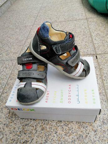 Sandálias para menino, da marca GEOX®, tamanho 22