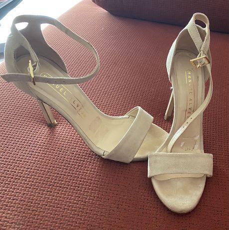 Vendo sandalia salto alto