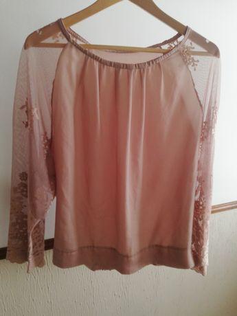 Blusa rosa com renda