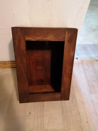 Drewniana szafka apteczka