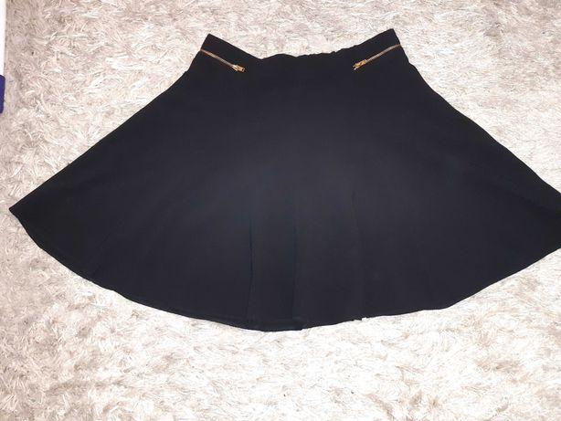 Czarna spodniczka firmy George dla nastolatki