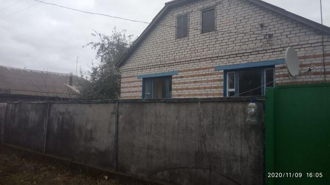 Продам кирпичный дом с.Снежки ,Сумской обл .