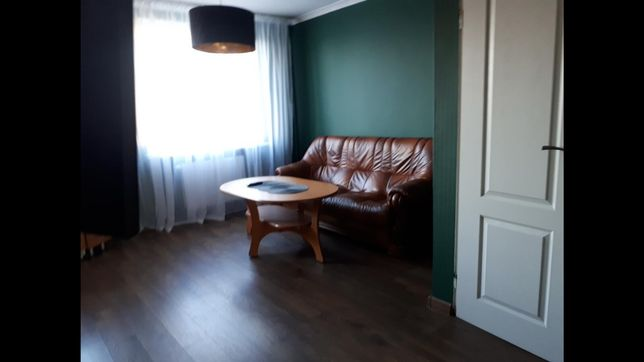 Skórzana sofa z funkcją spania + stolik gratis, Stół +6 krzeseł drewno
