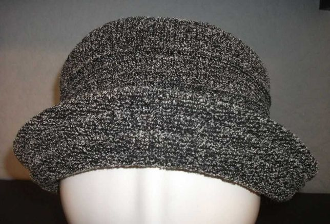 Czapka , kapelusz damski zimowy. Rozmiar 61 cm.